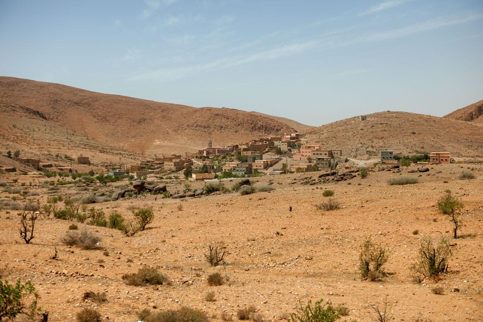Bild eines Dorfes in den Bergen des Antiatlas Gebirges in Marokko