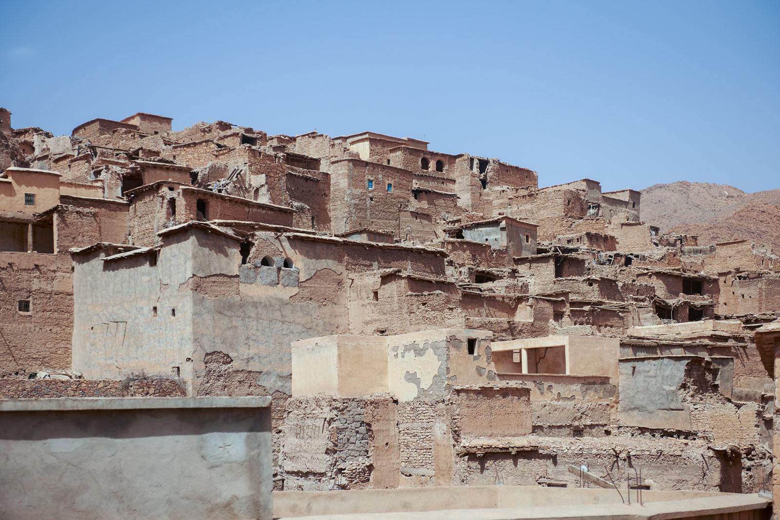 Bild einer verlassenen Stadt in den Bergen des Antiatlas Gebirges in Marokko