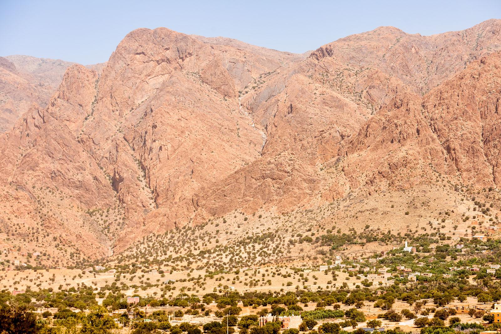 Bild einer Felsenlandschaft bei Tafraoute, bei der ein Löwenkopf sichtbar wird