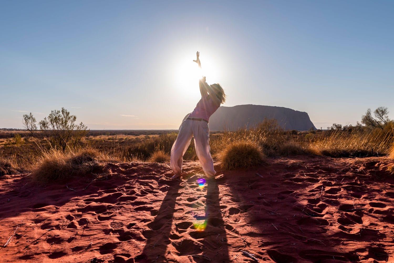 Energy Dancing vor dem Ayers Rock