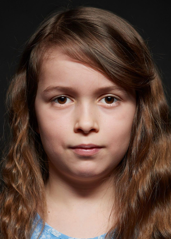 geistdurchdrungenes Portrait eines Mädchens