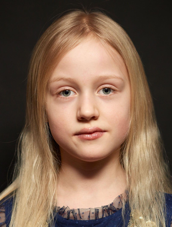 Portrait eines Mädchens mit durchdringendem Blick
